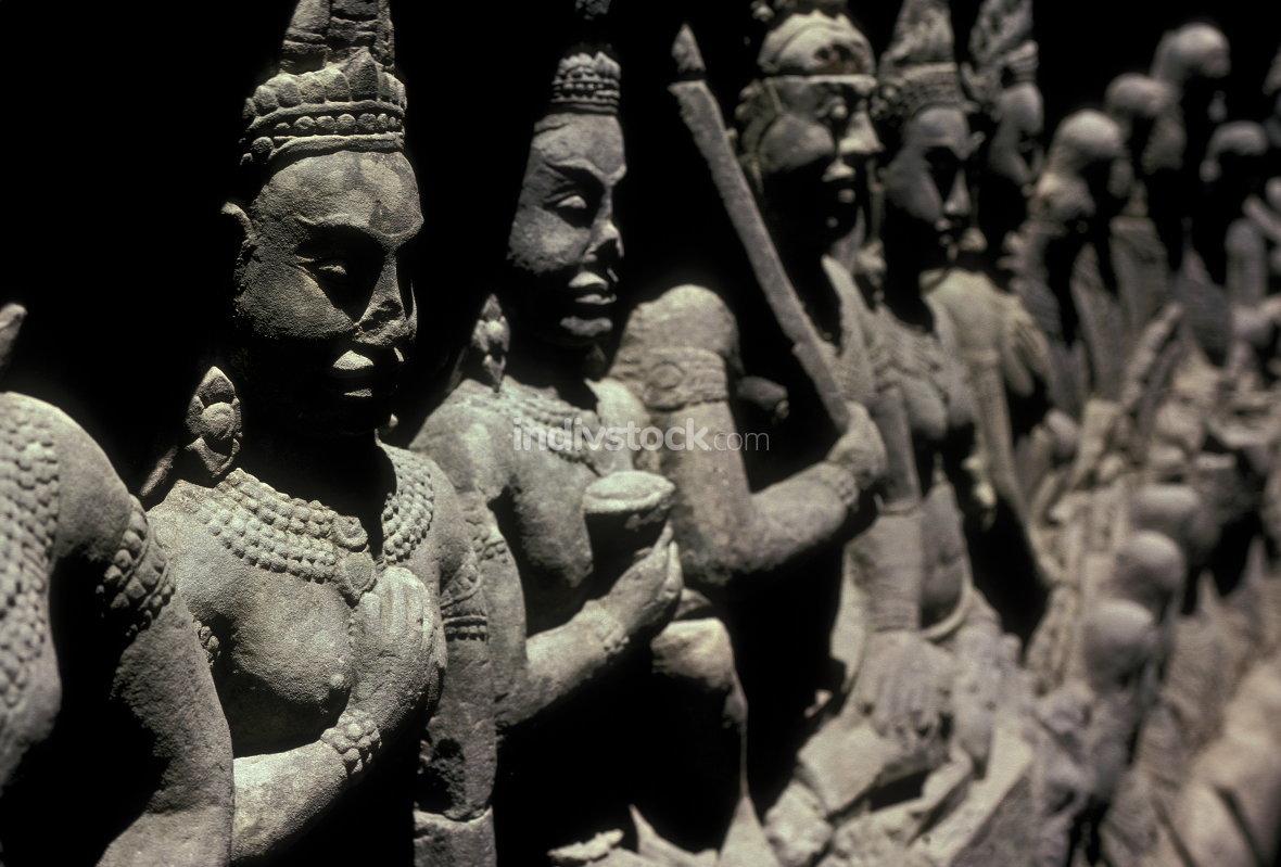 statues angkor wat temple