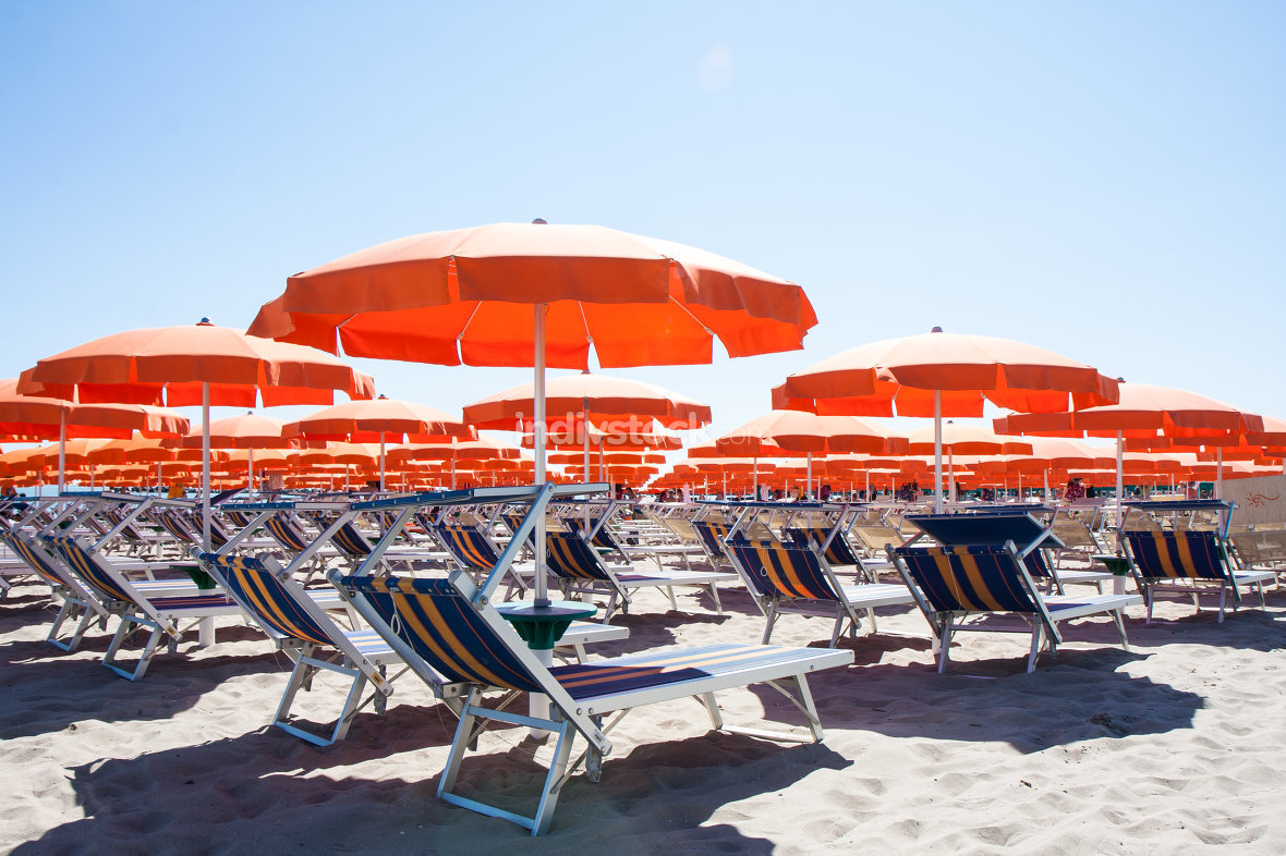 free download: Umbrellas and sunbeds in Cesenatico Beach, Italy