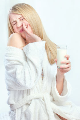 girl do not like to drink cold milk