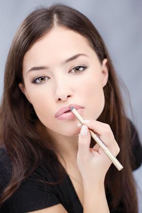 applying cosmetic pencil