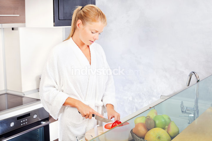 woman making morning juice