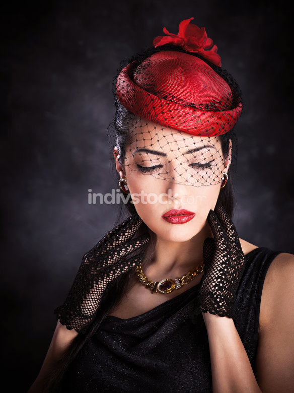 woman with red hat and black gloves