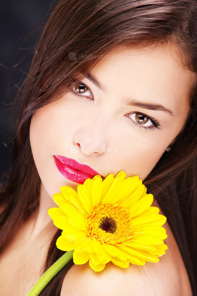 Yellow daisy on woman