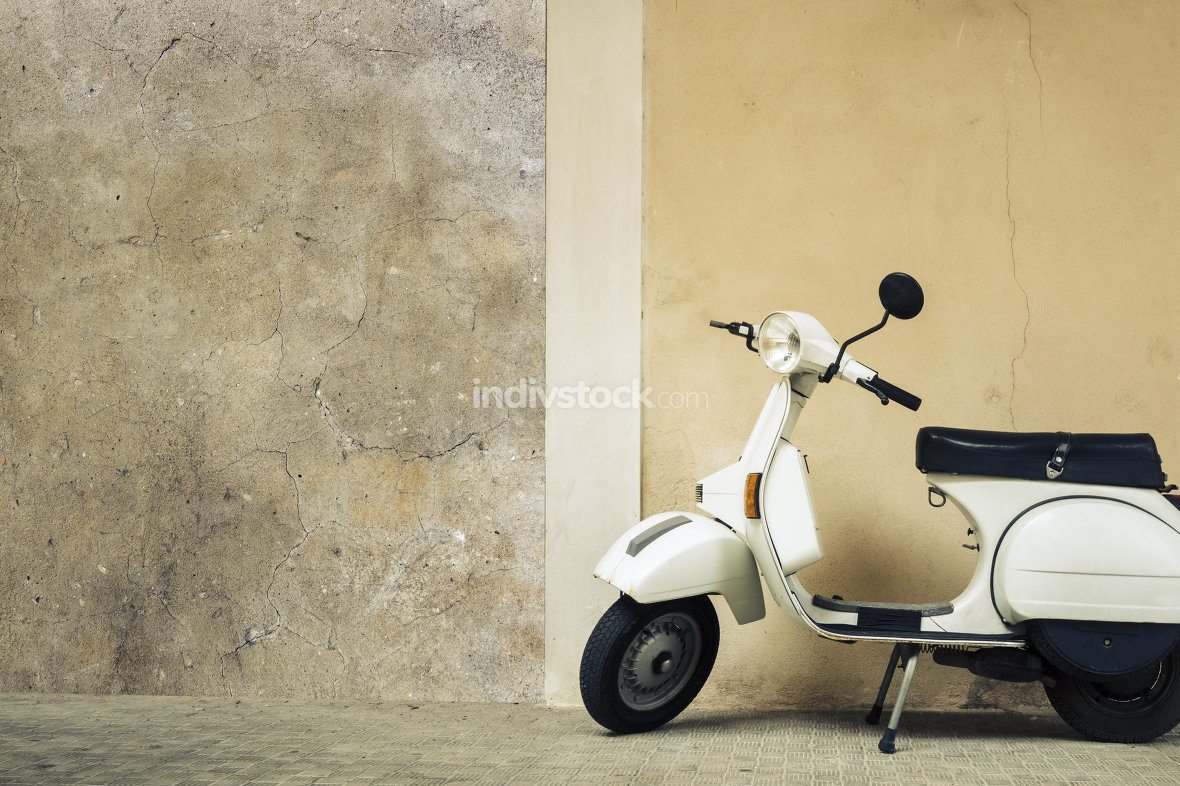 old scooter in Italy