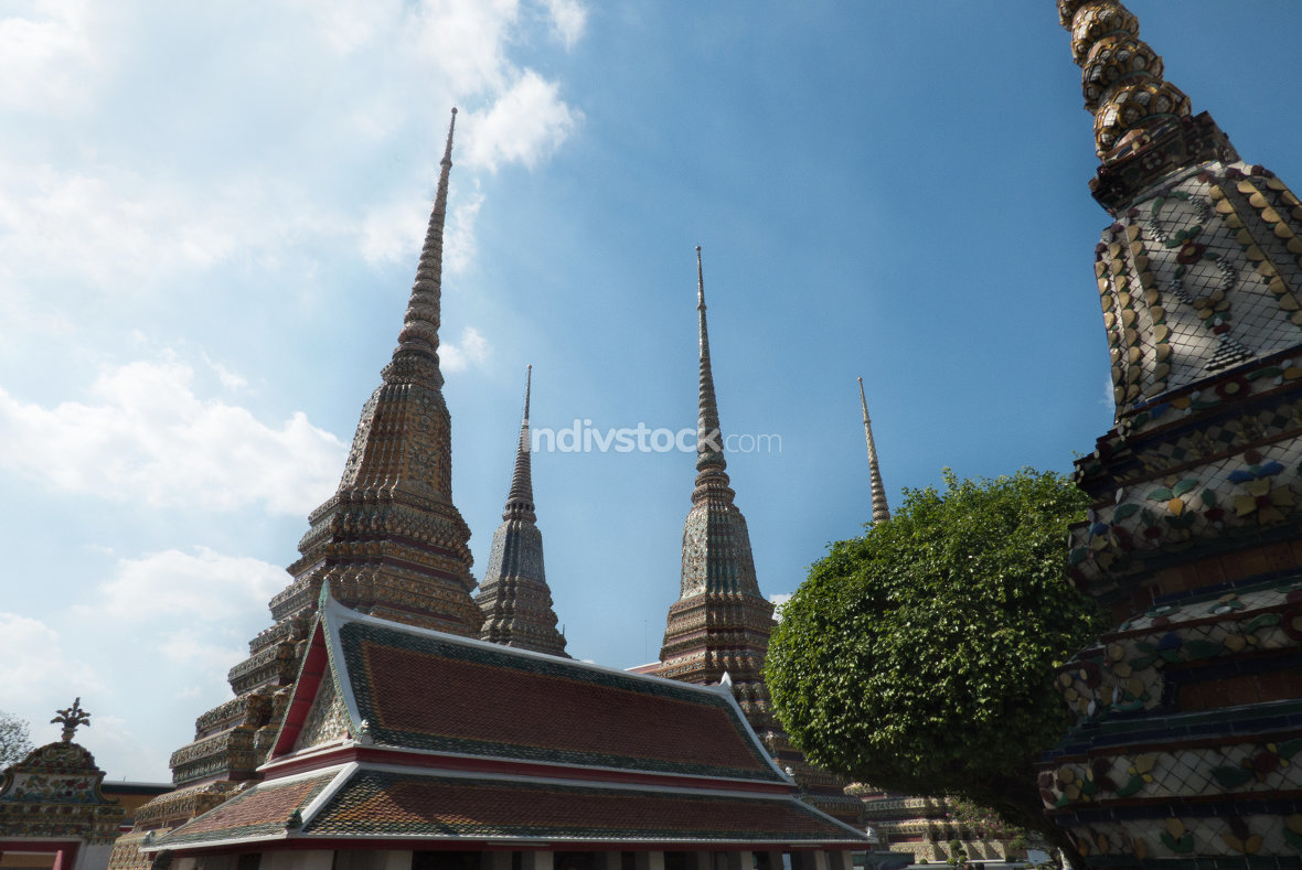 free download: bangkok temple roof and sky