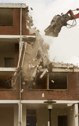 Demolishing a block of flats