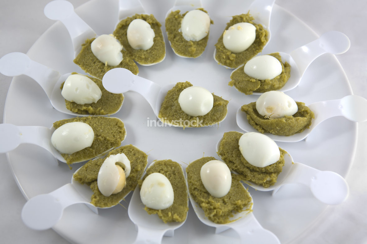 Creamed spinach with quail eggs