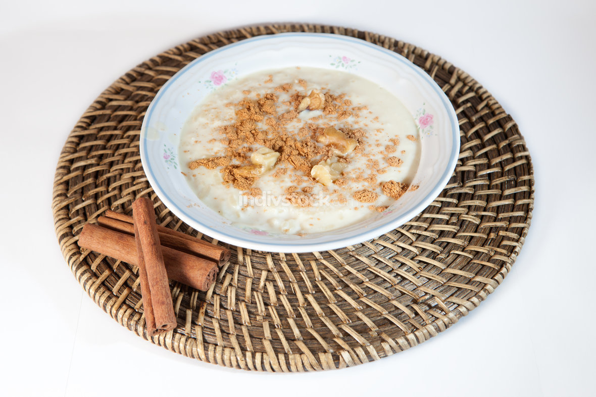 Rice with milk and cinnamon