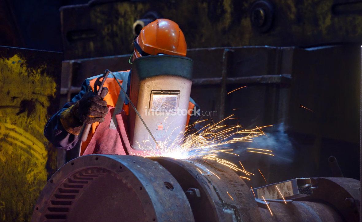 welder is welding