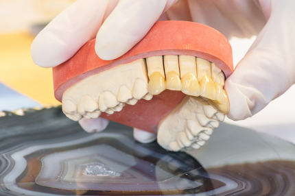 Dentures, prosthesis and oral hygiene.