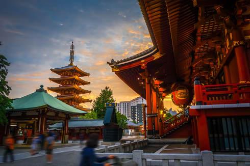 Hondo and pagoda at sunset in Senso-ji temple, Tokyo, Japan