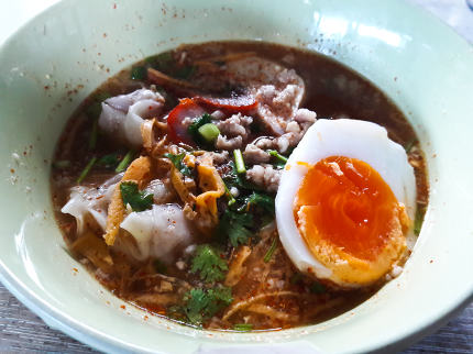 Noodle tom yum with pork and egg / Spicy thai noodle