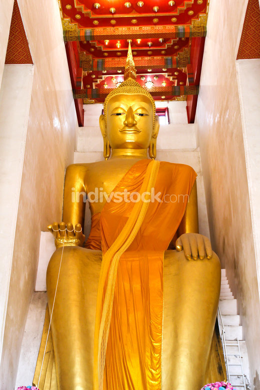 Big golden buddha statue in public Wat Palelaiworaviharn Temple
