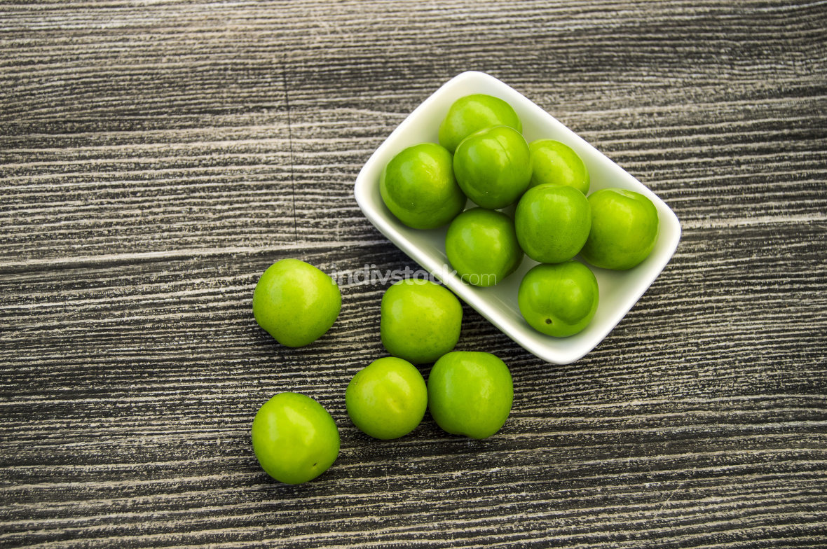 Salt and plum food is very tasty. There are a handful of sour plums, sour plums for pregnant women,