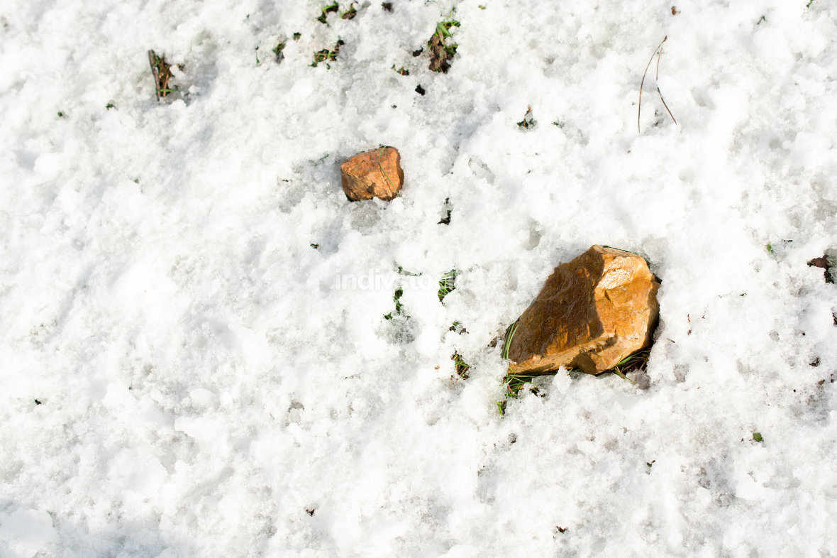 snow, traces an yellow stones