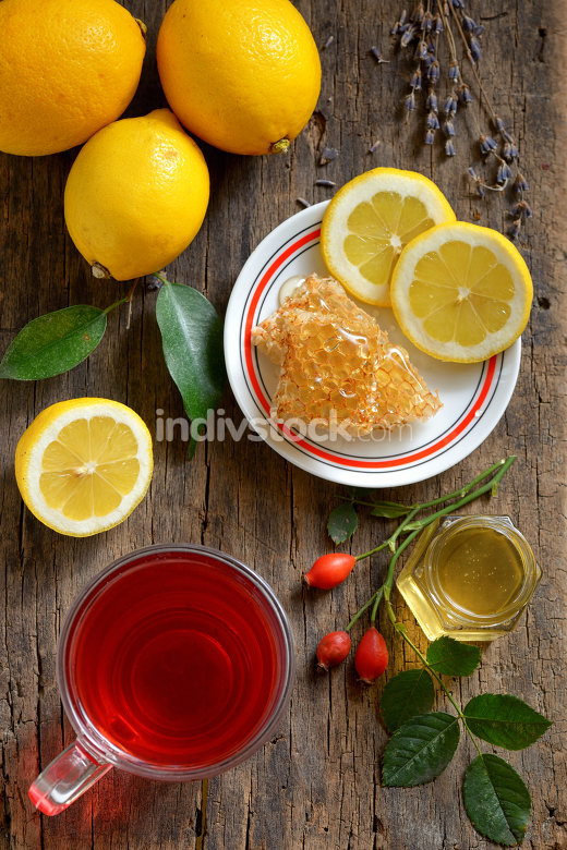 Tea with lemon and honeycomb