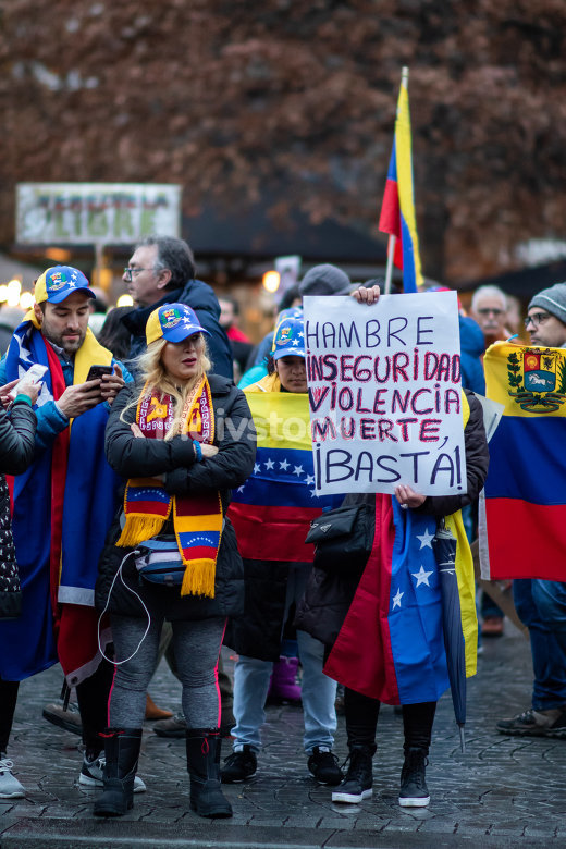 Venezuelans in Portugal protest against Nicolas Maduro and in favor of Juan Guaido