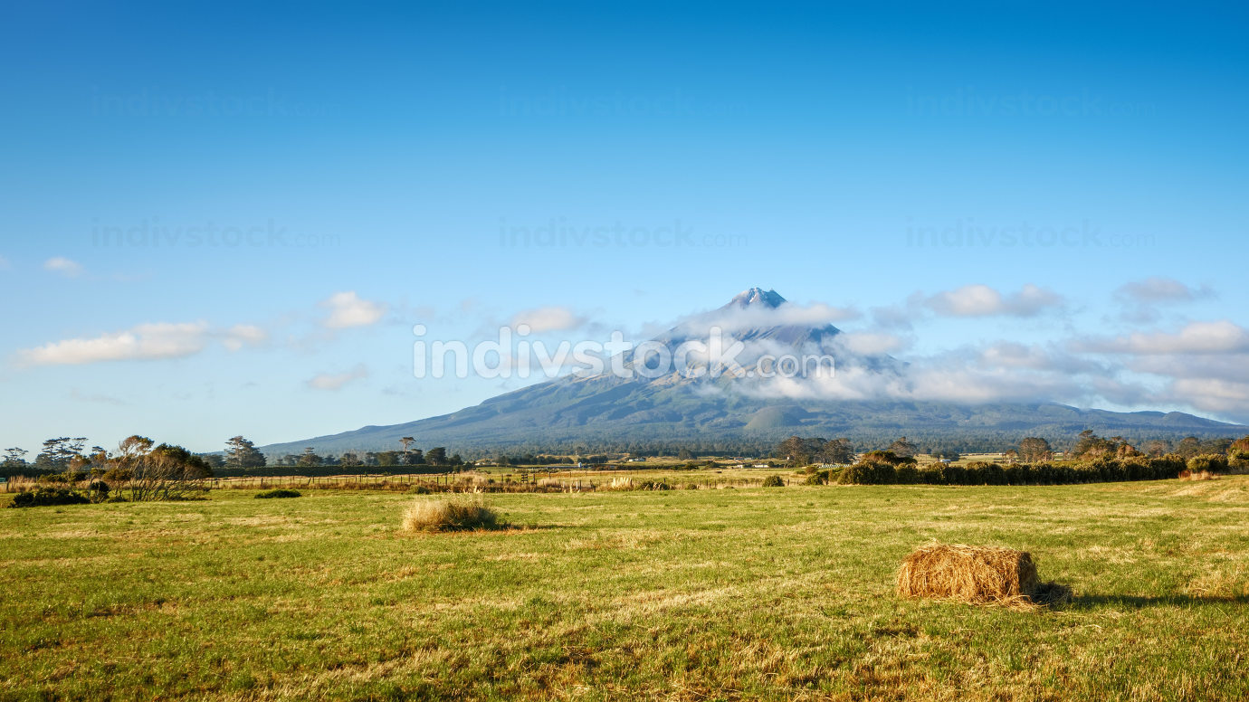An image of the Mt Taranaki north island of New Zealand