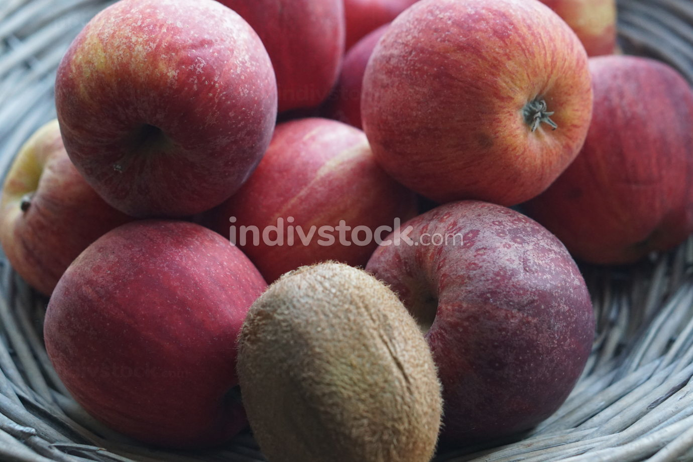 free download: red apples in a wooden design basket