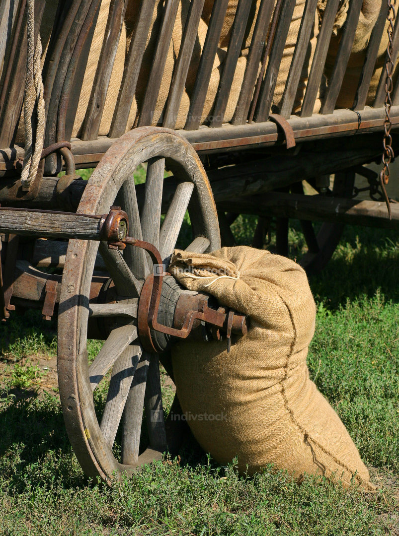 The wagon wheel raise grain harvest bags