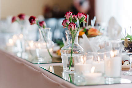 elegant wedding decorations made of natural flowers