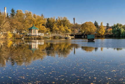 Sunny autumn evening on the blue lake