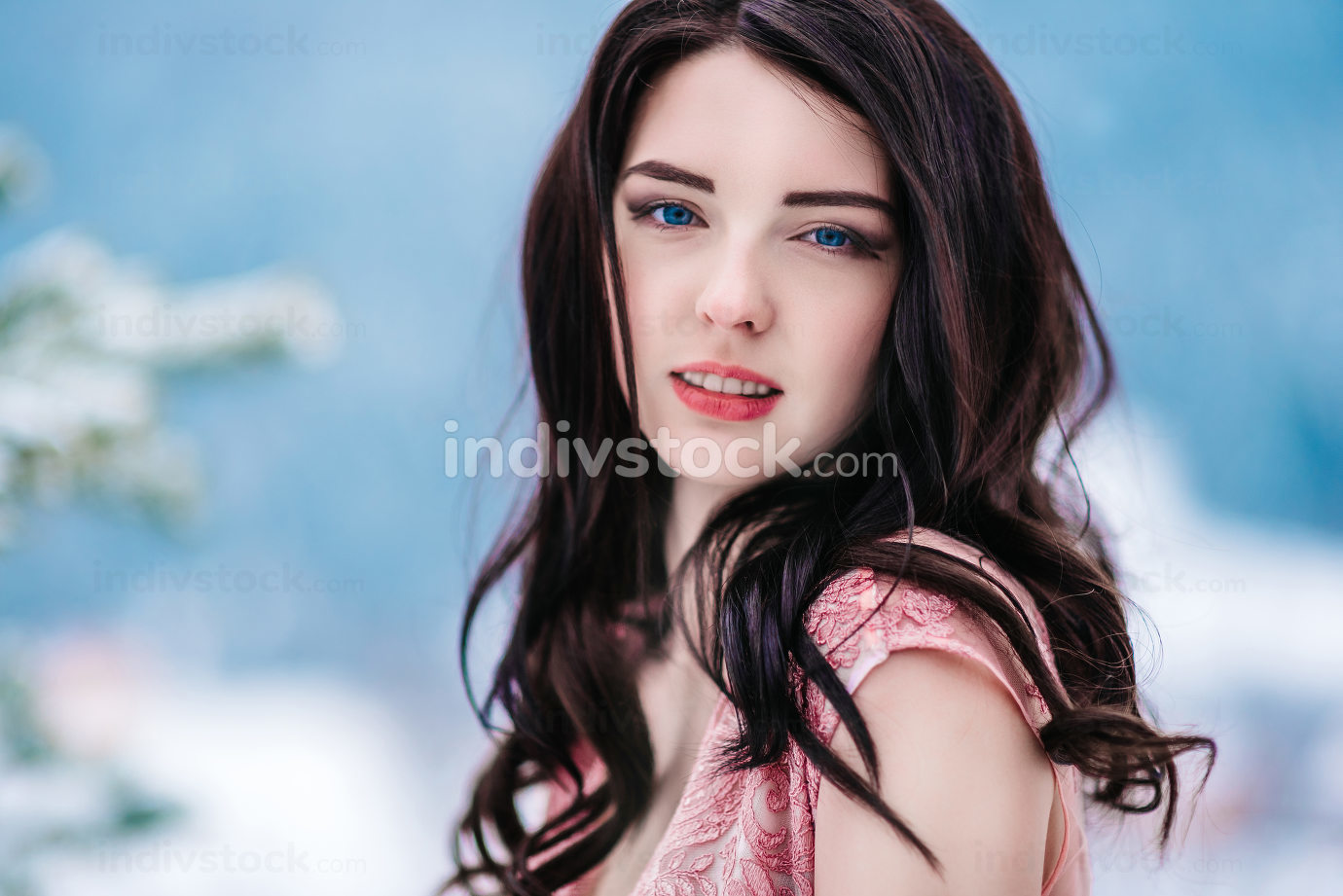 bride with chestnut hair, blue background of the winter mountain