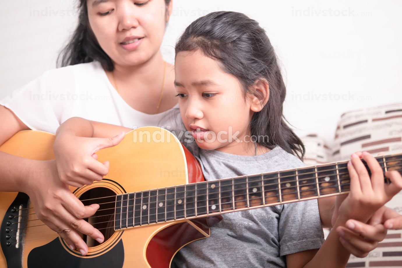 Asian little girl learning to play music.