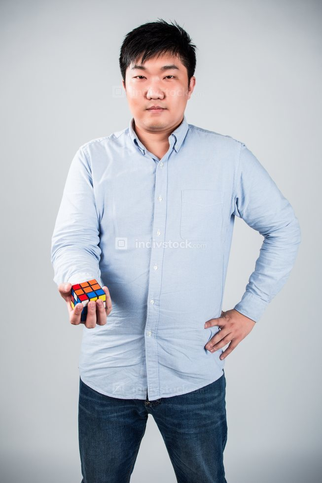 man play a rubik's cube at home