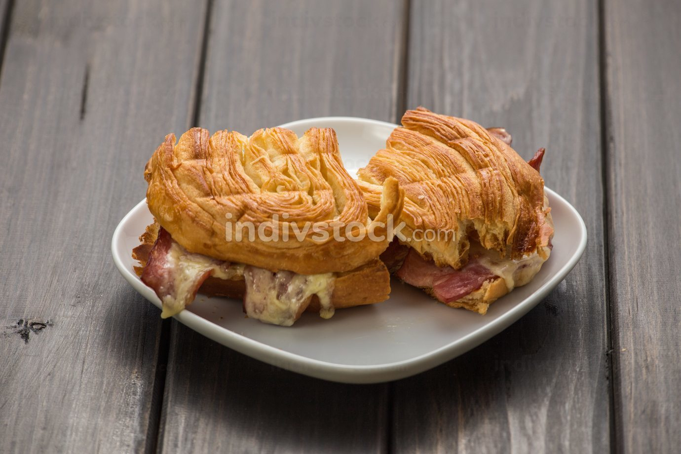 Sandwiches with meet, vegetables