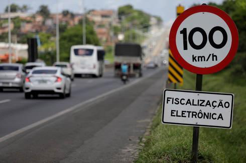 salvador, bahia Brazil, April 24, 2019, speed radar, Traffic sign warns drivers of speed radar deployed on BR 324 highway