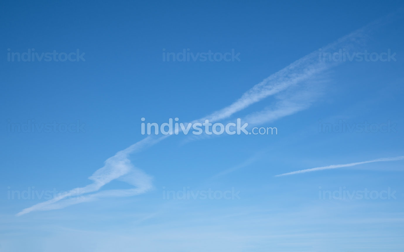 Low angle view to sky with feathery clouds