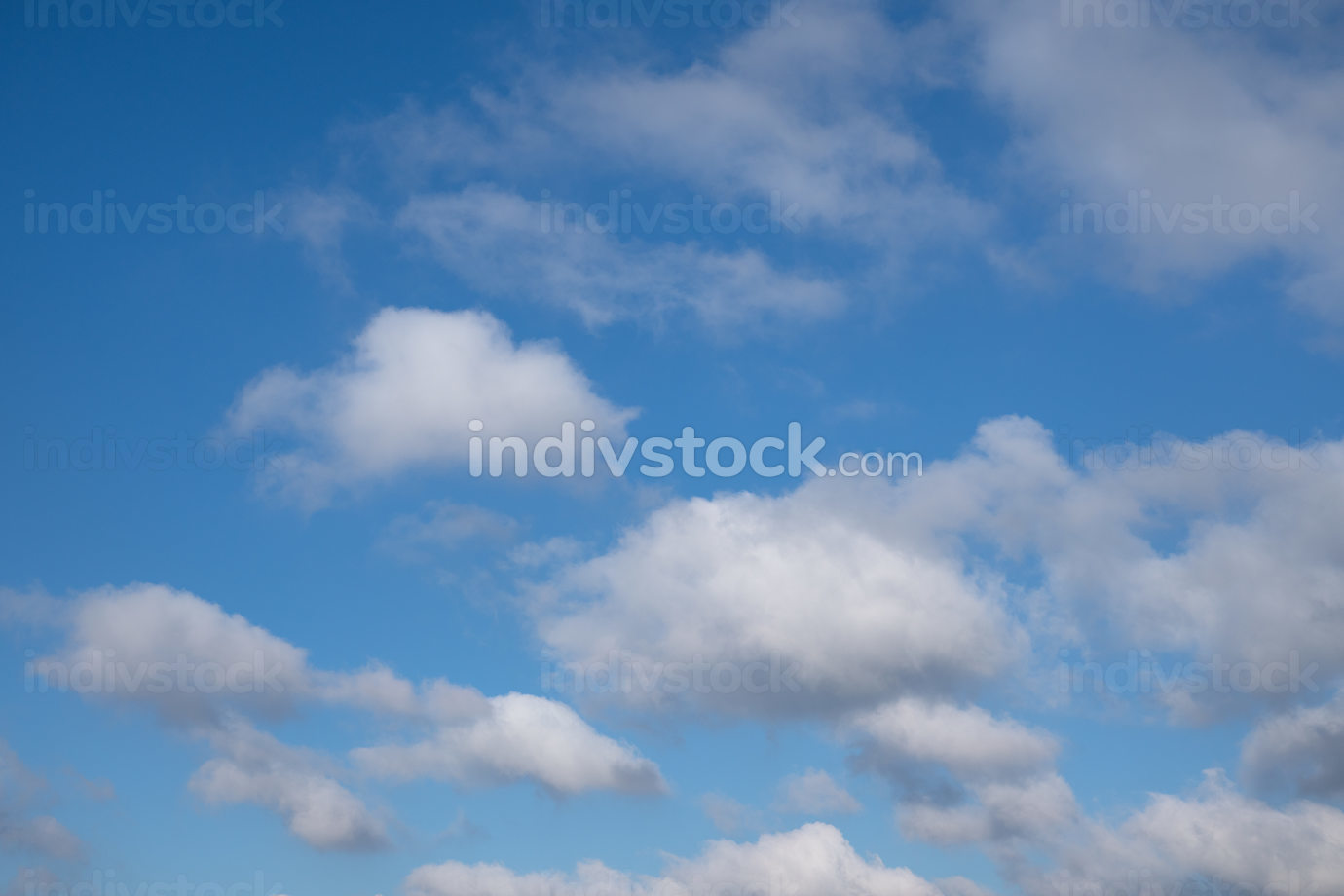 Low angle view to sky with fleecy clouds