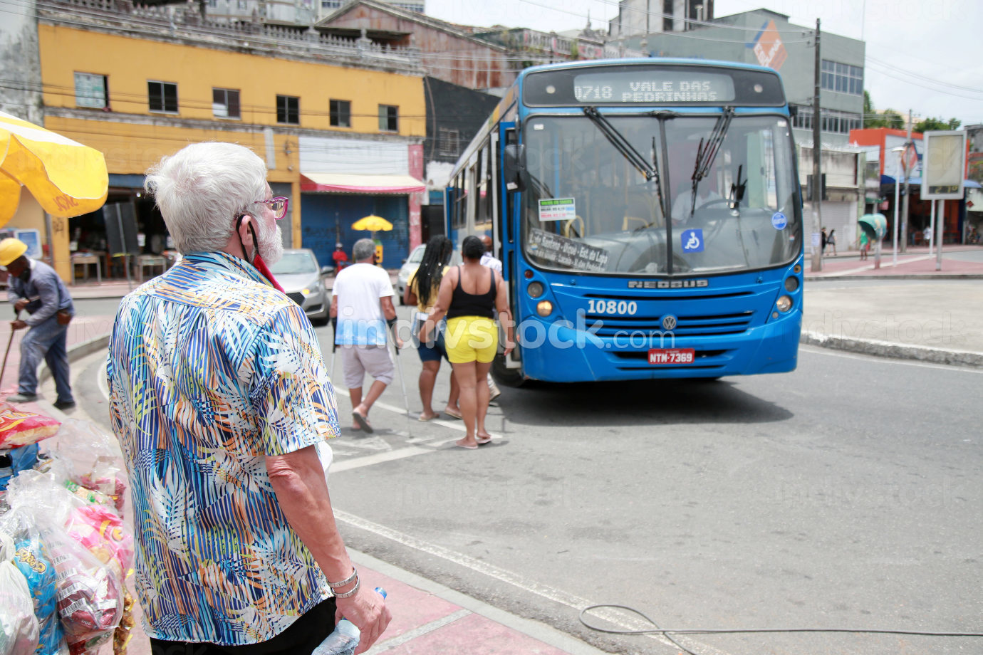 salvador, bahia, brazil-february 8, 2021: people are seen getting on public transport buses at the Barroquinha terminal, in the city of Salvador.