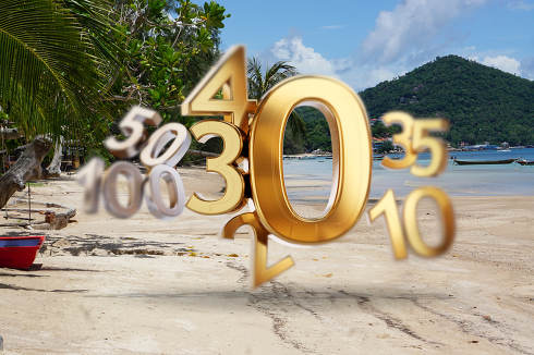 beach background of Koh Tao in Thailand at the Sairee Beach and golden zero symbol. 0 and changing number as 20, 30, 40 as incidences 3d-illustration